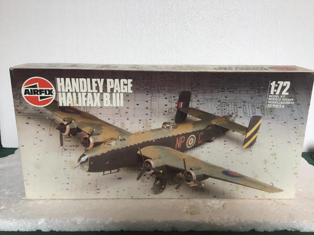 Airfix Model Kits - Handley Page Halifax B.III Series 6 1:72 Scale