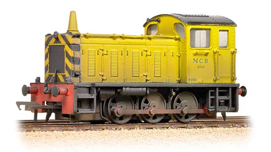Bachmann Branchline 31-344 Class 04 Shunter D2332 Lloyd in NCB Industrial Yellow - weathered