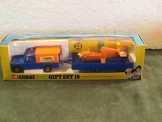 Corgi Toys Gift Set No 19 Land Rover, Nipper Aircraft and Trailer