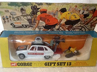 Corgi Gift Set No 13 Renault R16 Tour De France Paramount Film Unit