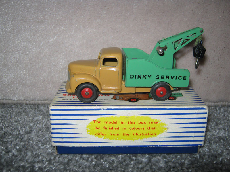 Dinky Toys 430 Commer Breakdown Boxed Truck Tan Cab Mid Green Back with Black Logo Red Hubs