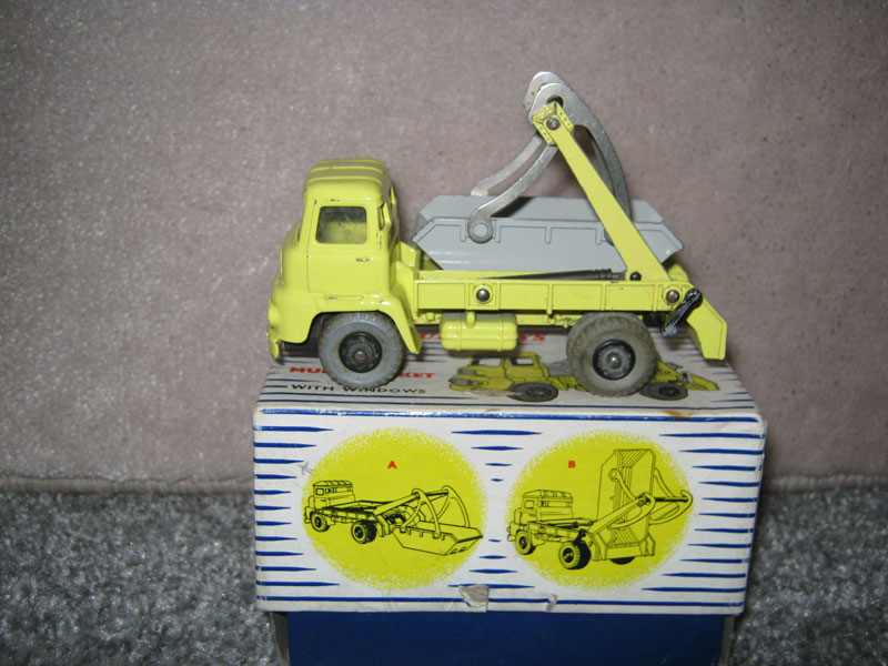 Dinky Super Toys 966 Marrel Multi-Bucket Unit Boxed. Pale Yellow Body Grey Skip and Tyres Black Hubs