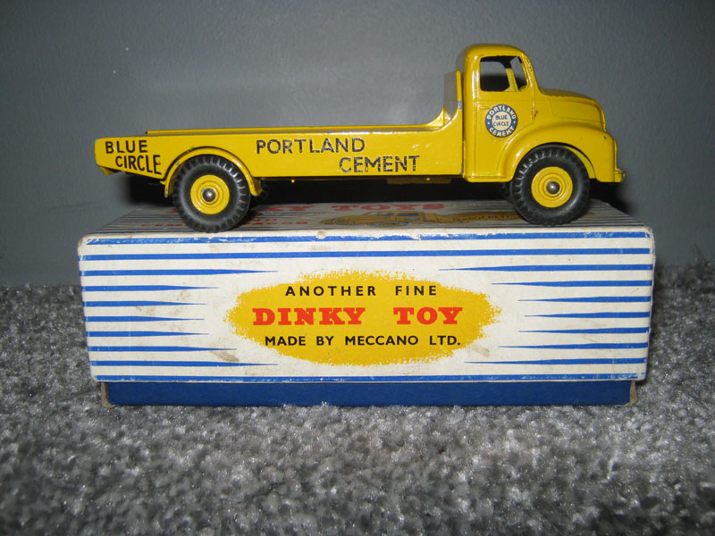Dinky Toys 533 Leyland Comet Cement Wagon, Yellow Body and Hubs Portland Blue Circle Cement