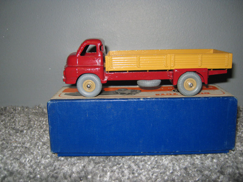 Dinky Toys 522 Big Bedford Lorry Maroon Cab Fawn Truck Body Fawn Hubs