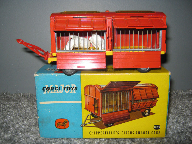 Corgi Major Toys 1123 Chipperfield's Circus Animal Cage, Red Body Yellow Chassis, Smooth or Spun Hubs (Polar Bears)