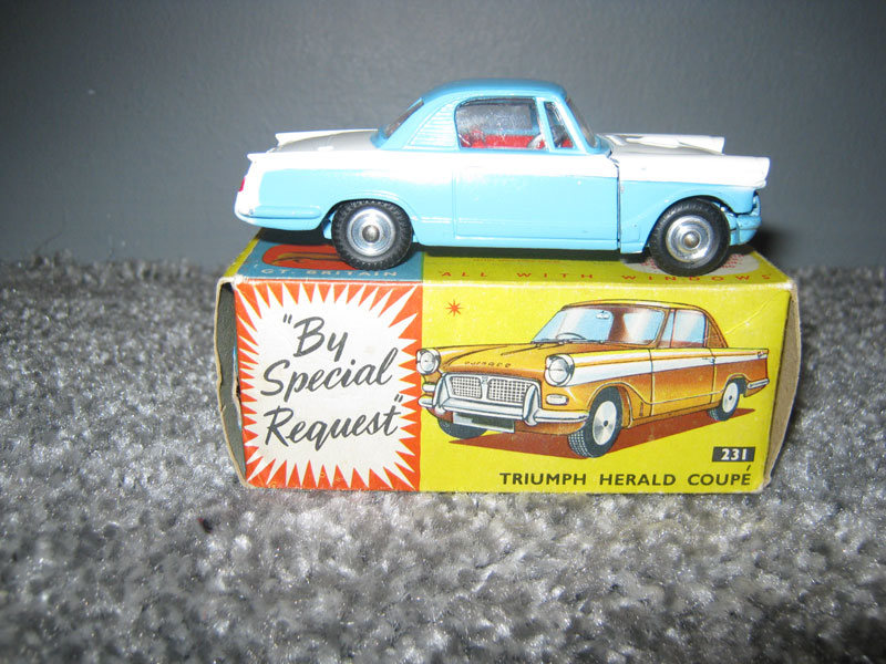 Corgi Toys 231 Triumph Herald Coupe Mid Blue Top/Bottom White Centre Red Interior