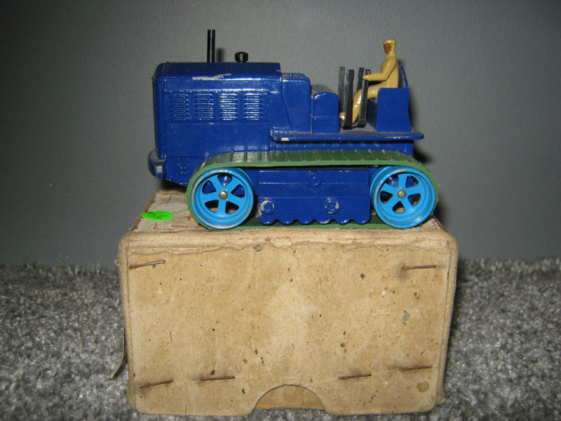 Dinky Supertoys 563 Blaw Knox Heavy Tractor, Dark Blue Body Mid Blue Rollers, Green Rubber Tracks Beige Driver