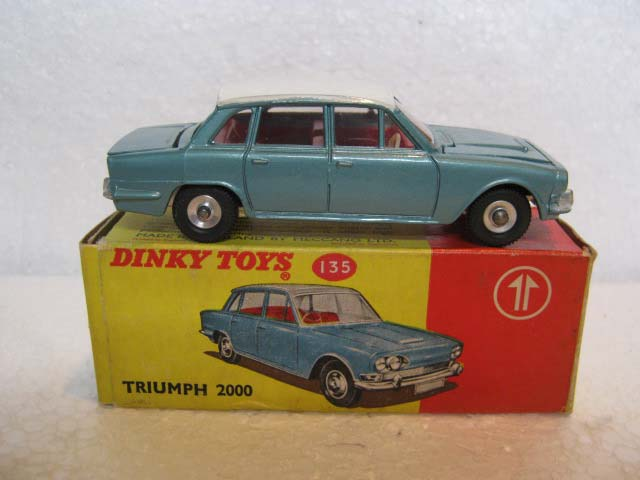Dinky Toys 135 Triumph 2000 Saloon Metallic Green with White Roof