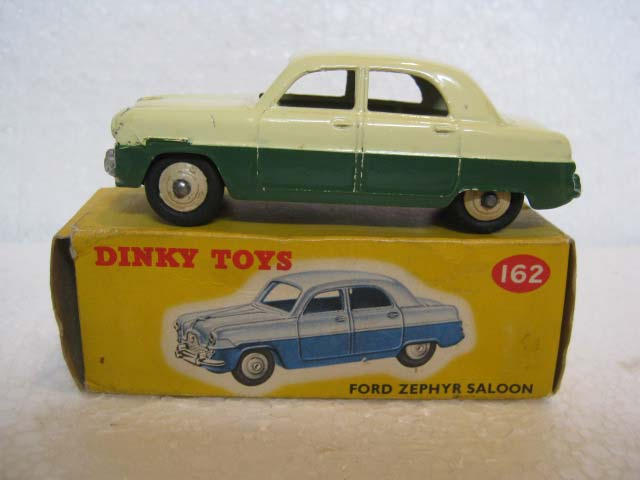 Dinky Toys 162 Ford Zephyr Saloon Cream Upper Body, Dark Green Lower Body, Cream Hubs