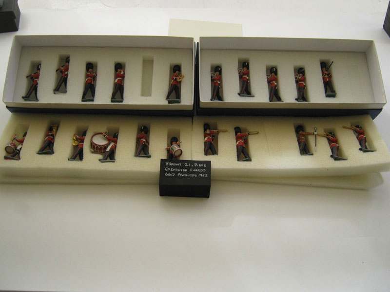Britains Eyes Right Grenadier Guards 21 Piece Band (Repainted)