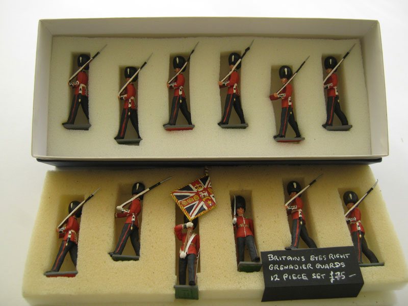 Britains Eyes Right Grenadier Guards 12 Piece Set (Colour Partly Repainted)