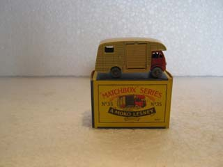 Matchbox Series 1-75 No 35 ERF Marshall Horse Box