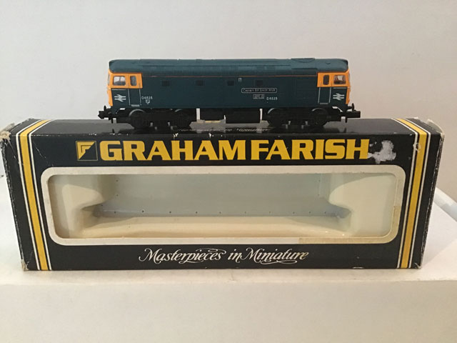 Graham Farish Railways FA 83111 Class 33 Bo-Bo Locomotive Captain Bill Smith RNR R/N D6525 BR Blue Livery