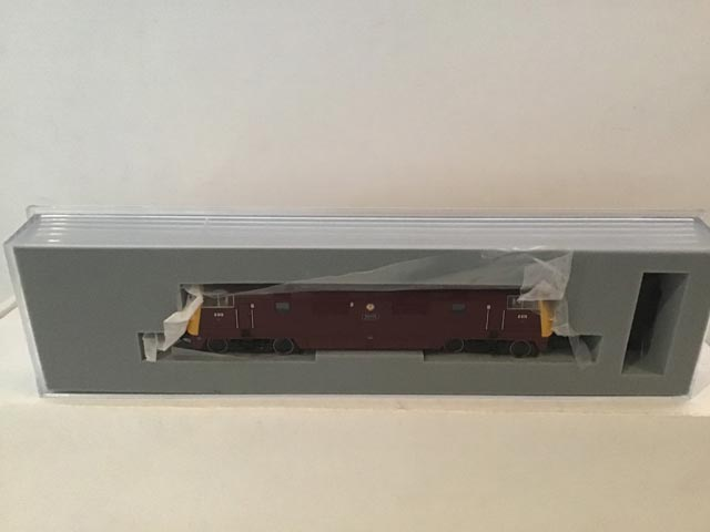 Graham Farish by Bachmann 371-603 Class 42 Warship Locomotive B-B Druid R/N D815 BR Maroon Livery Yellow Front
