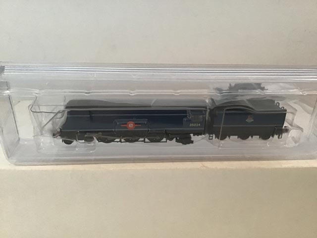 Graham Farish By Bachmann 372-310 SR Merchant Class Locomotive East Asiatic Company R/N 35024 BR Express Blue Livery