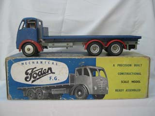 Foden FG 6-Wheel Platform Lorry, Blue Body, Red Wings, Grey Chassis