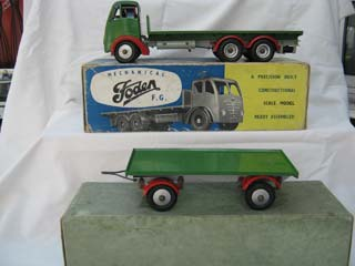 Foden FG 6-Wheel Platform Lorry, Green Body, Red Wings, Grey Chassis with a Dyson 8-Ton Drawbar Trailer, Green Body, Red Wings, Grey Chassis