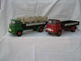 Tri-ang Minic Pair of Lorries, Country Farmer and Merton Abbey Brick Co